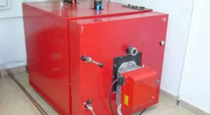 Produción de auga quente nunha planta de incubación na provincia de Ourense