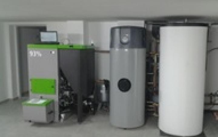 Calefacción y agua caliente en vivienda unifamiliar en Cenlle